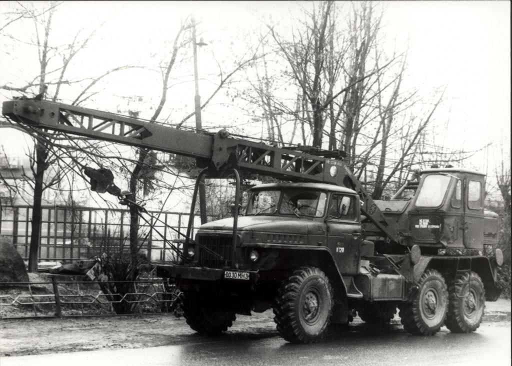Самый массовый армейский автокран 8Т210 на шасси Урал-375Н